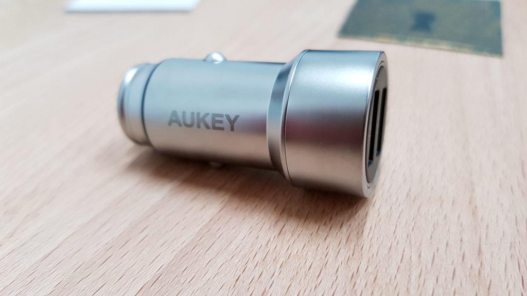 caricabatteria per auto aukey