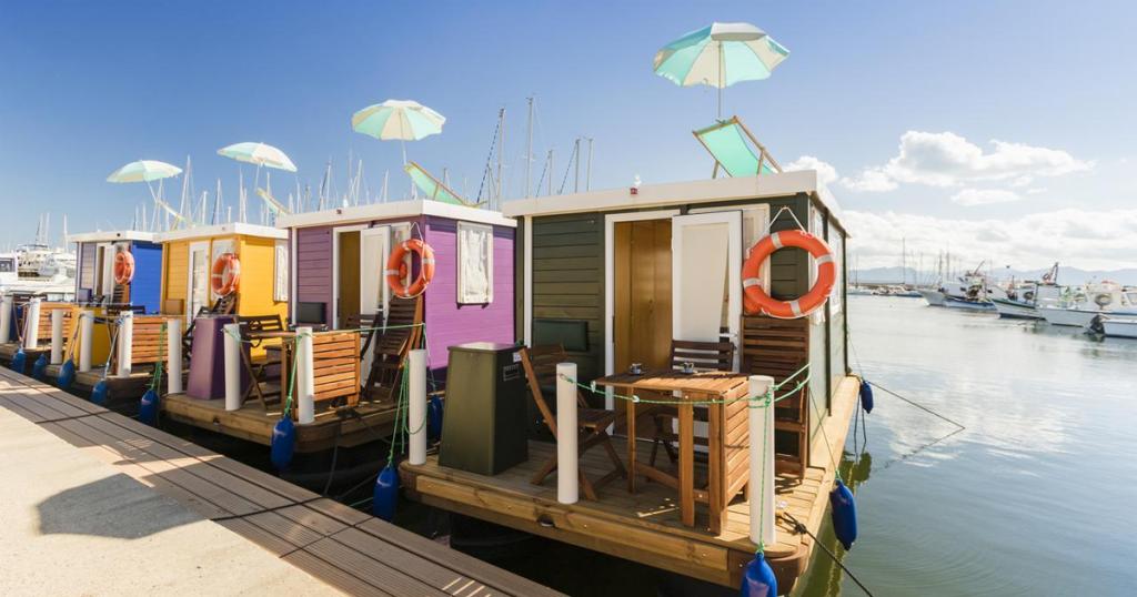 floating house casa galleggiante cagliari sant'elmo acqua porto offerta vacanza
